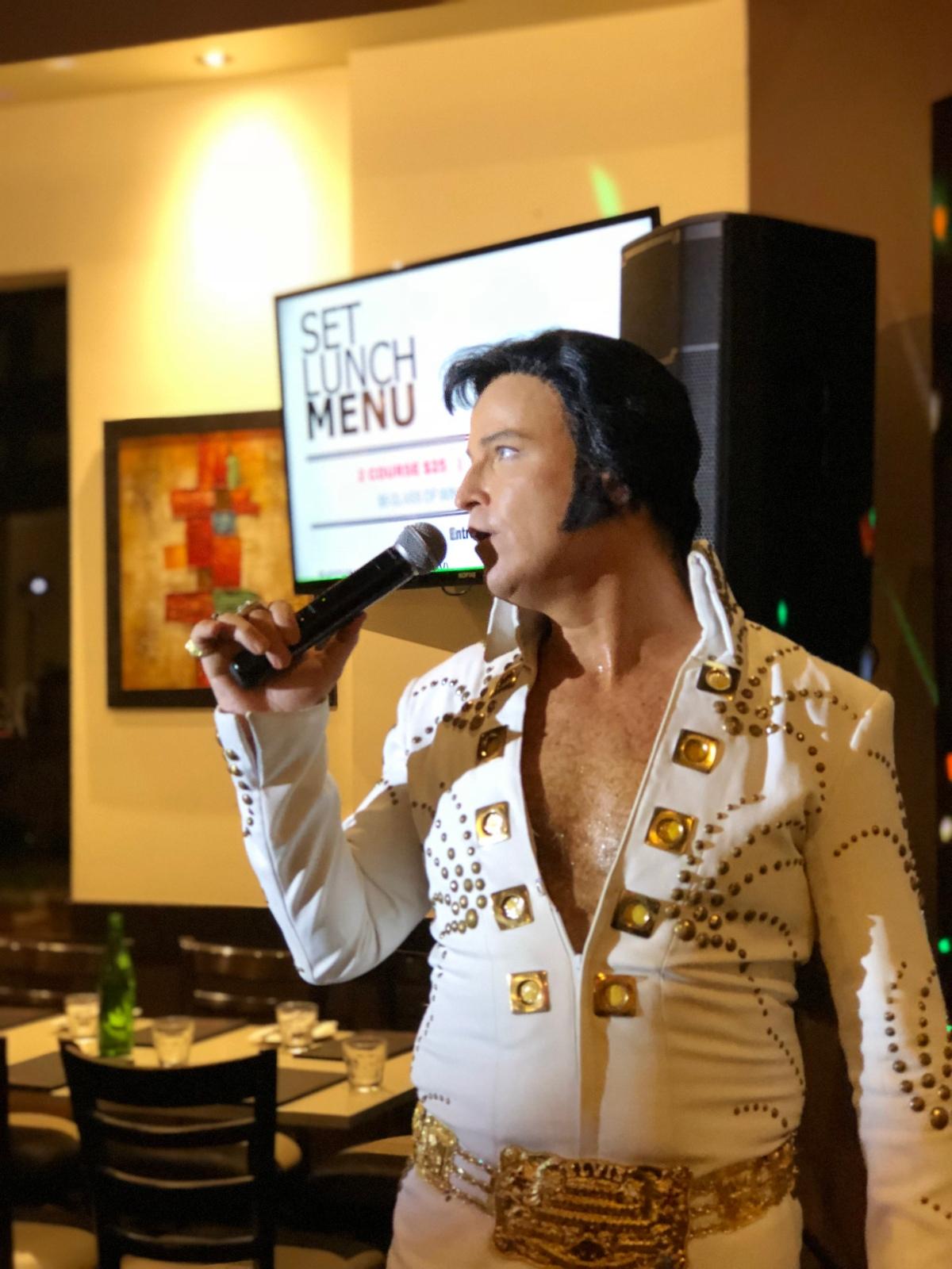 Elvis performing at VibranteRestaurant
